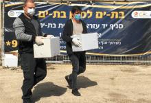 Photo of עם כפפות ומסכות: עיריית בת ים החלה במבצע קמחא דפסחא