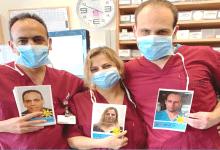 Photo of צוות בית החולים מאיר פנים לחולי הקורונה: מיזם חדש ומרגש מחבר בין הרופאים לחולים שאינם יכולים לראות את פני הרופאים שמטפלים בהם