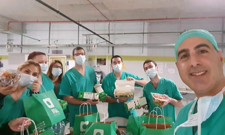 Photo of מחווה מרגשת: מתנדבי איחוד הצלה הביאו ארוחה מיוחדת לצוות הקורונה בשיבא