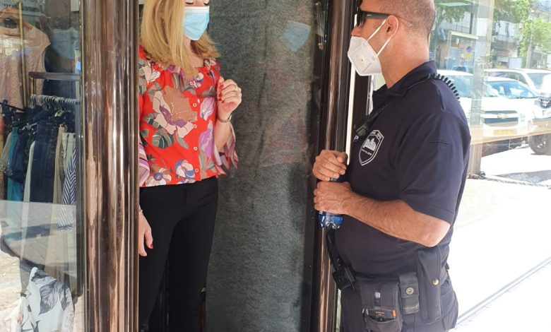 "Photo of כעס במסעדות ובתי קפה בבת-ים: הוגבלה כניסה עד 10 אנשים: ""התחלנו להתאושש ואז נותנים לנו עוד מכה. לא נשרוד את זה"" וגם: חולה במחלקת ארנונה בעירייה"