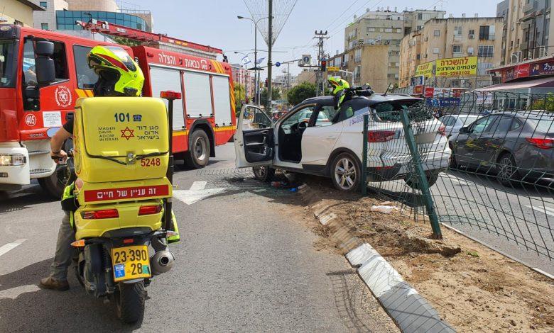 "Photo of נהג בן 30 במצב קשה לאחר שהתנגש במעקה בטיחות ברחוב הרצל בראשל""צ"