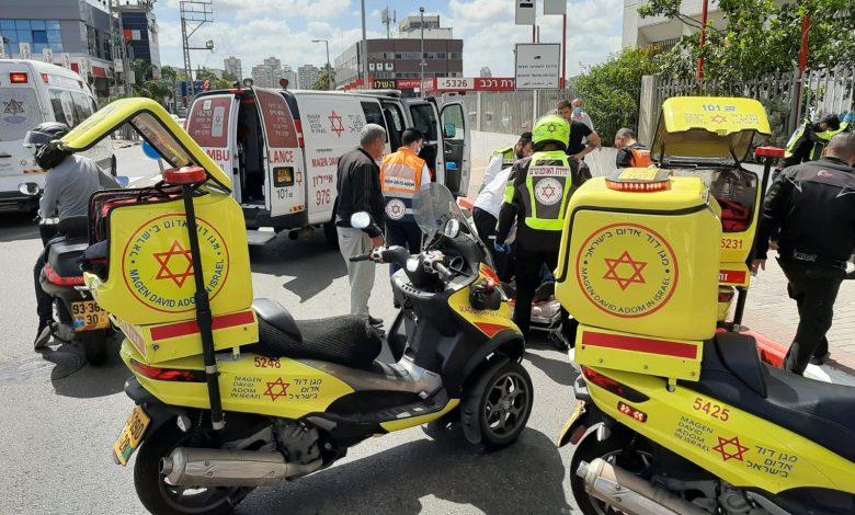 "Photo of הולך רגל בן 70 פצוע קשה מפגיעת רכב ברחוב רוז'נסקי בראשל""צ"