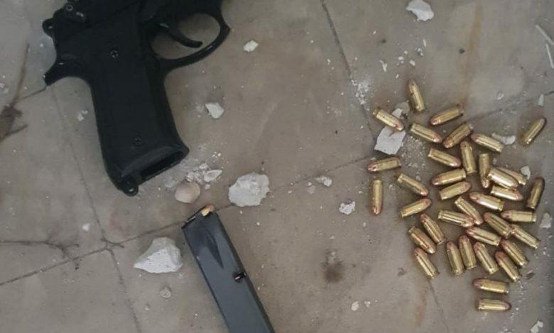 """Photo of פשיטה של מג""""ב על בית ביפו, בעקבות מידע מודיעיני, הביאה למציאת סליק נשקים וכמויות של סמים"""