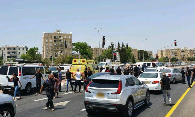 Photo of דיווח ראשוני: חיסול משולש לאור יום בצומת לוד. יריות לעבר רכב, מדווח על שלושה הרוגים