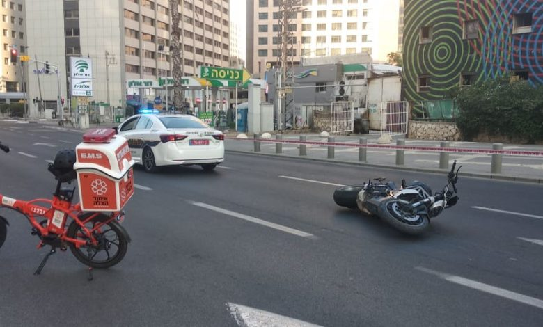 "Photo of רוכב אופנוע בן 50 נהרג הבוקר כתוצאה מהתנגשות עם רוכב אופניים חשמליים ברחוב אבא הלל בר""ג. מצב רוכב האופניים קשה"