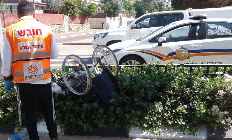 Photo of קשיש בן 87 על כסא על גלגלים נפגע מרכב ברחוב ירושלים בראשון לציון