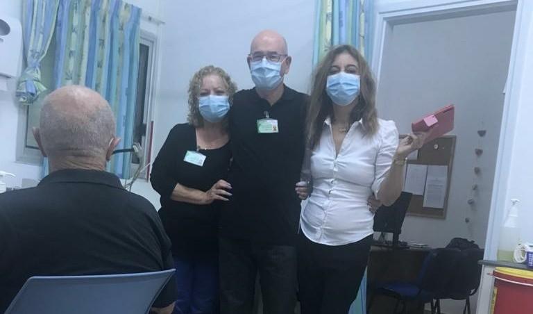 Photo of בכללית נווה עוז לא רק מטפלים, אלא גם מקשיבים למטופלים וזוכים להתוודע לסיפורי חיים מרתקים