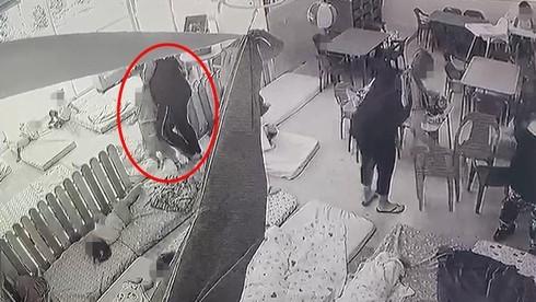 Photo of שלוש עובדות גן ילדים בחולון נעצרו לפני זמן קצר בחשד להתעללות ואלימות. ההורים ביקשו לראות צילומי המצלמות ונחרדו לגלות סייעות המתעללות בילדיהם