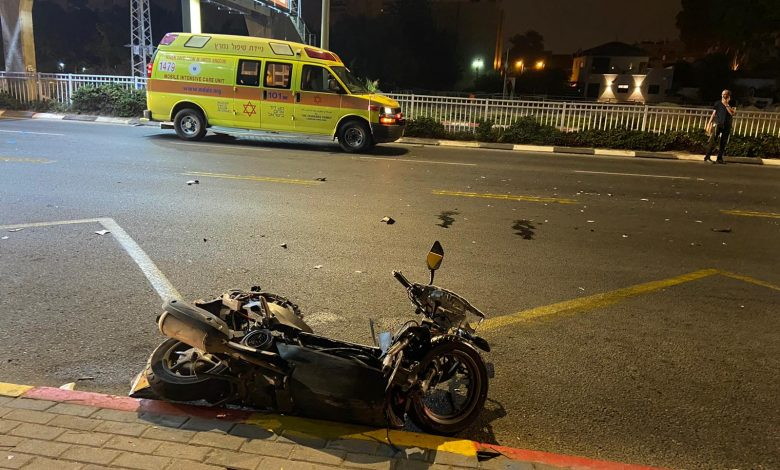 "Photo of תאונה קטלנית הלילה ברחוב משה דיין בראשל""צ: רוכב אופנוע בן 21 נהרג מפגיעת רכב"