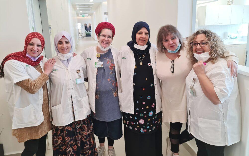 צוות מרפאת אלון. צילום ניוזים