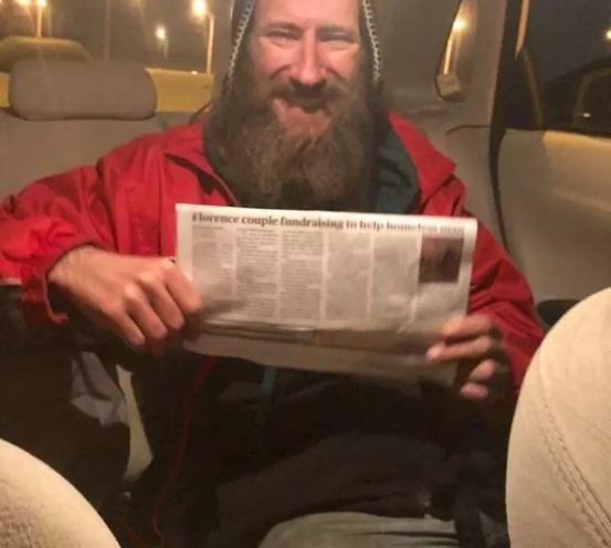 Photo of מרגש: הומלס בפילדלפיה נתן לבחורה שנתקעה עם הרכב את 20 הדולר האחרונים שהיו לו, וקיבל בתמורה…דירה