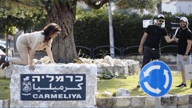 הדס בו ארצי בסרטון הומוריסטי על החזירים בחיפה. צילום עצמי