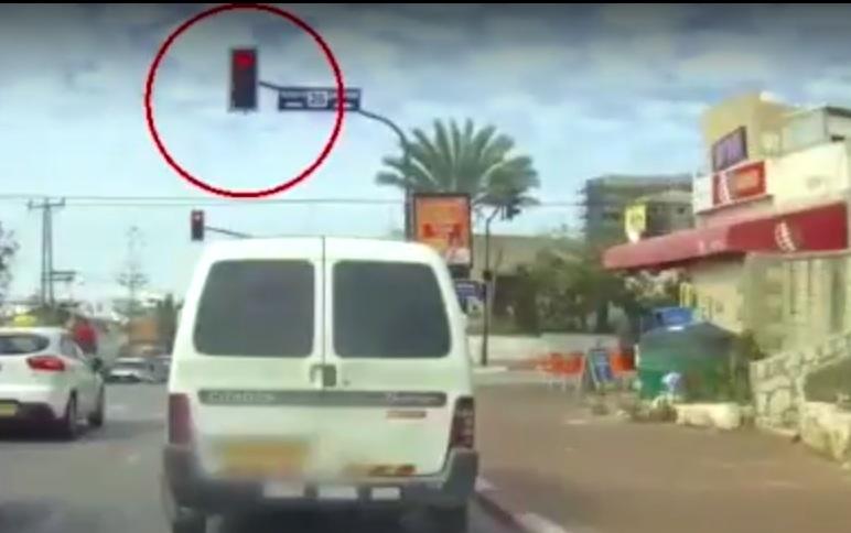 Photo of צפו: מרדף משטרתי אחר בן 15, שנהג ללא רישיון ונמלט בנסיעה פרועה, כשהוא עובר באדום ונגד כיוון התנועה