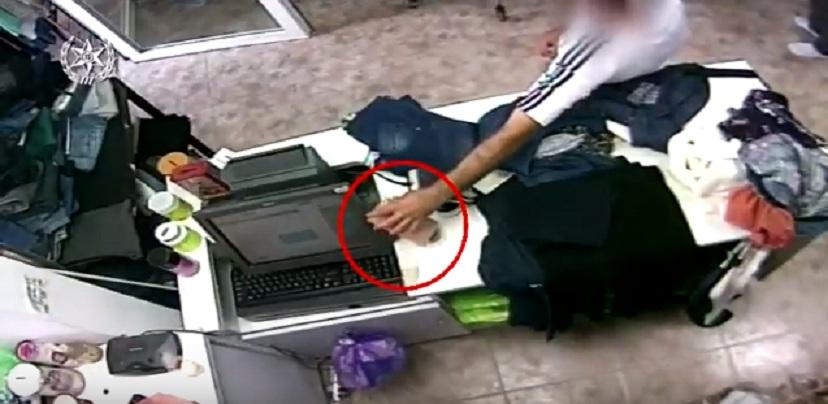 Photo of צפו בתיעוד: גנב ניידים וארנקים ממוכרים ולקוחות בקניונים בחיפה, קריות ועוד ונלכד