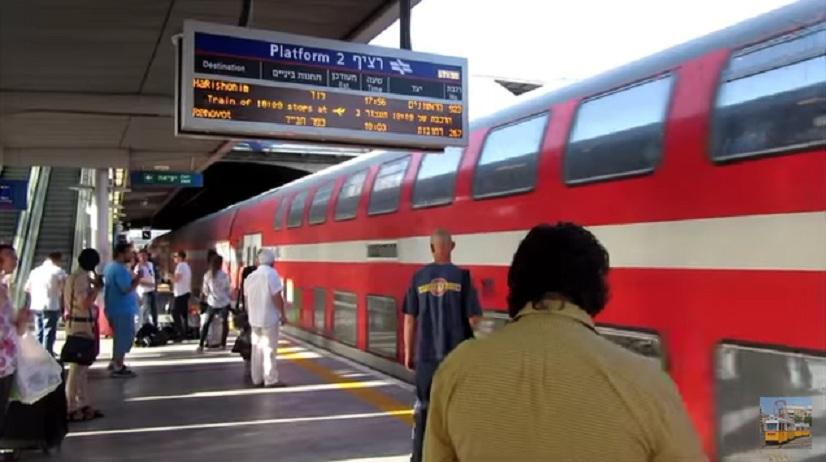Photo of בשל הצפות באזור: תחנת רכבת הרצליה נסגרה זמנית. רכבות לא יעצרו בתחנה