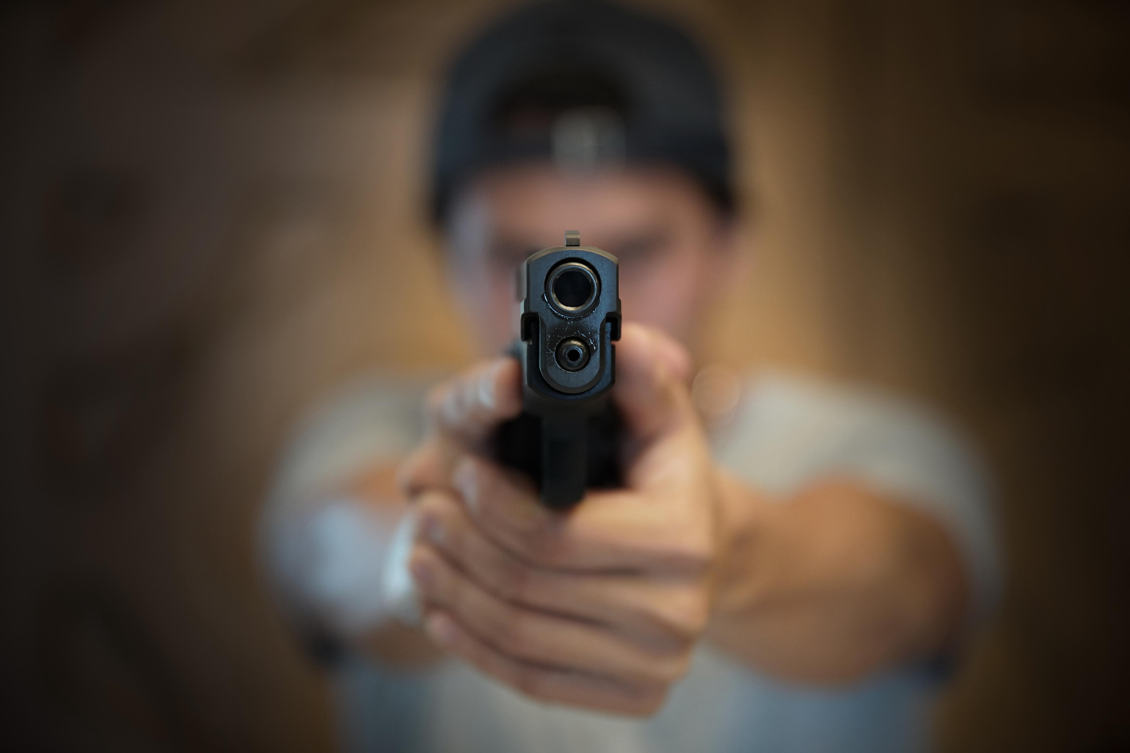 Photo of האדם הלא נכון במקום הלא נכון. תושב חדרה שדד חנות נוחות בתחנת דלק בעיר, לצערו גם בלשים של המשטרה היו במקרה באזור