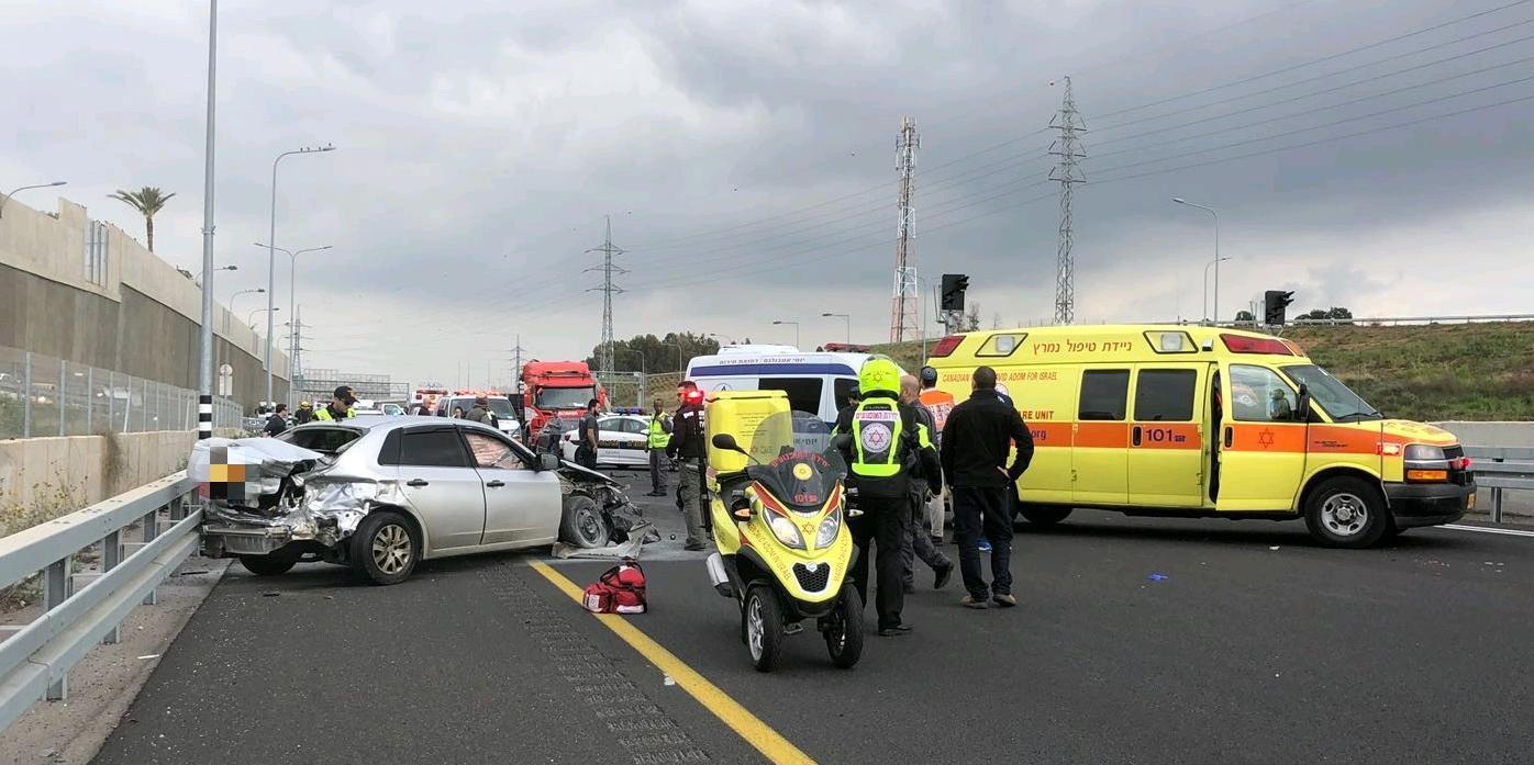 Photo of צפו: תאונה קשה בכביש 531 סמוך למחלף בן גוריון. צעיר בן 25 נפצע קשה בהתנגשות עצמית