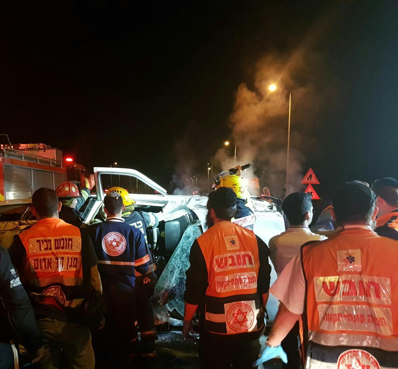 Photo of הלילה: תאונה קשה סמוך לצומת אפק עם נהג שנלכד ברכב שהתהפך
