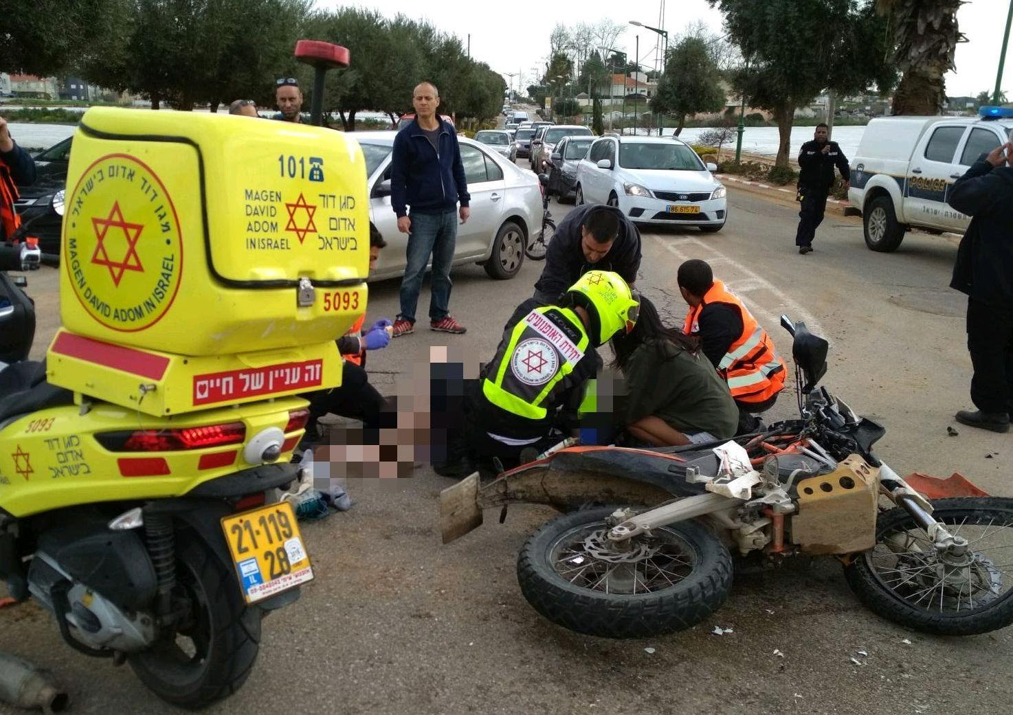 Photo of תאונה קשה בכניסה לקדימה, משאית פגעה קשה ברוכב אופנוע