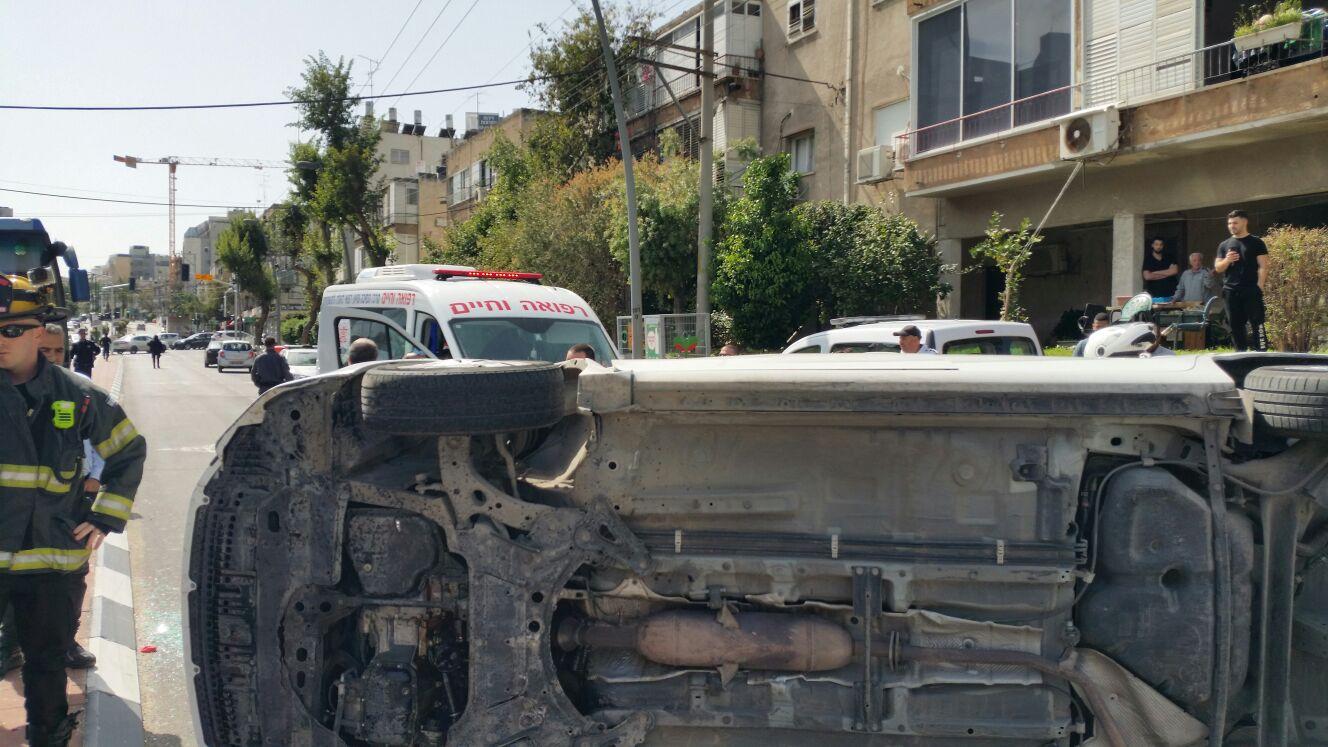 "Photo of לפני זמן קצר: תאונה שנראית קשה הסתיימה בדרך נס בגבול ר""ג בני-ברק"