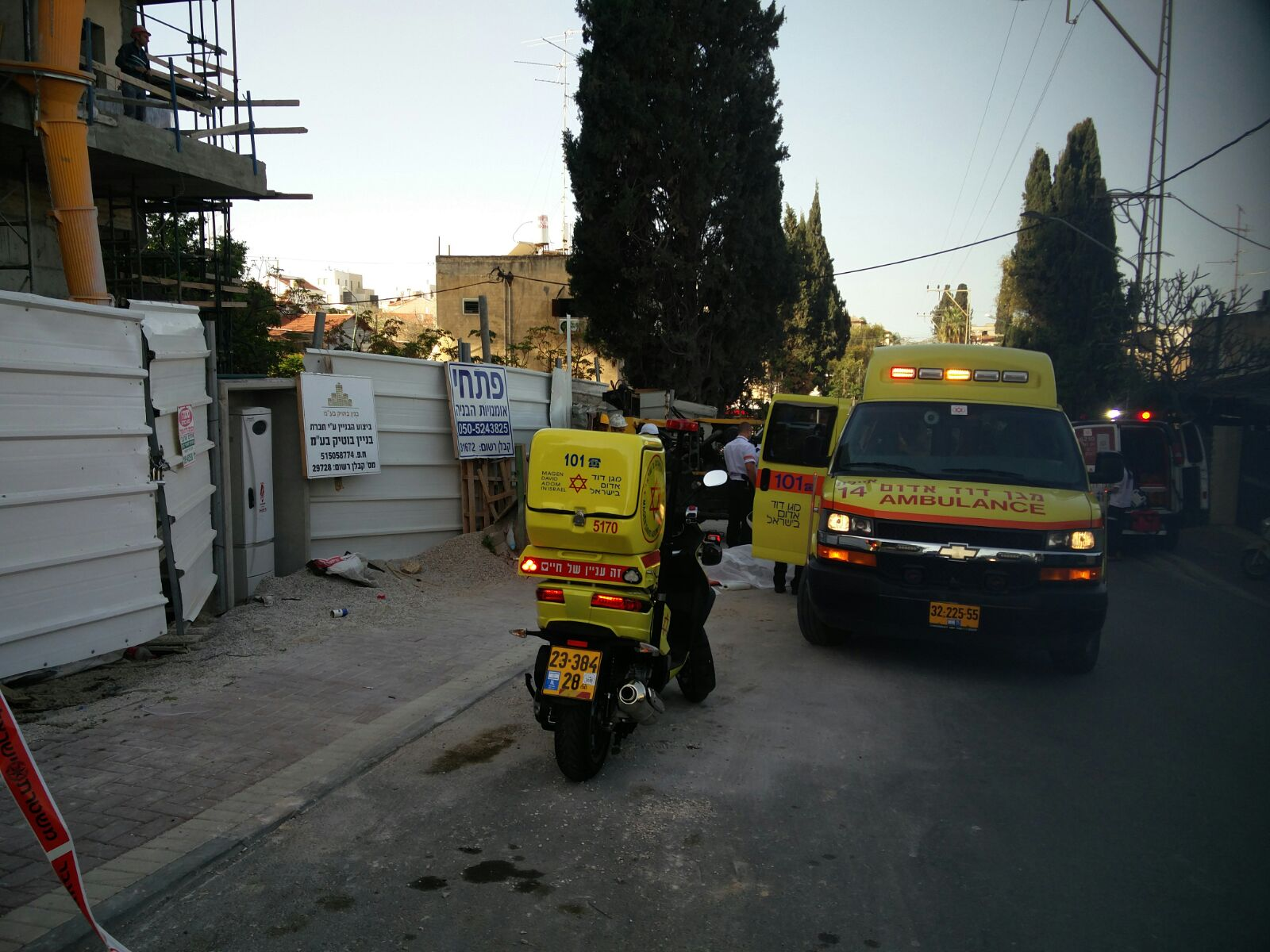 Photo of טרגדיה הבוקר ברחובות: פועל בניין בן 40 נפל ונהרג באתר ברחוב ארלוזורוב בעיר