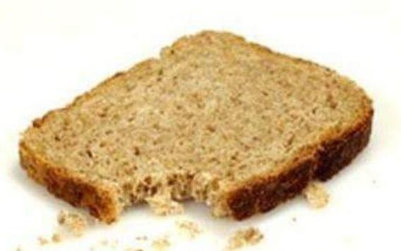 Photo of פרובוקציה או טמטום? קוראים בפייסבוק לפזר פירורי לחם בבתי הכנסת בפסח