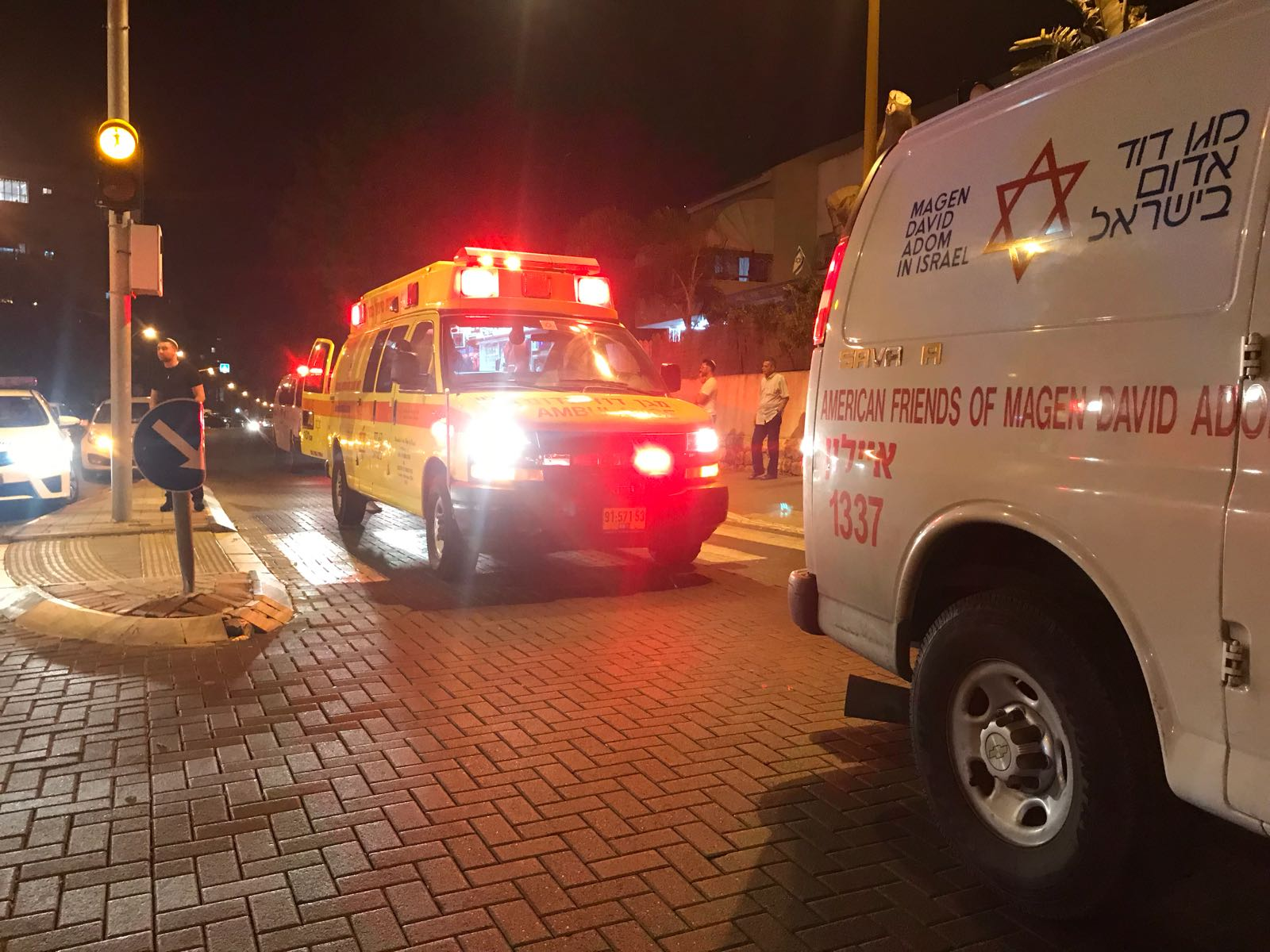 Photo of קטטה המונית עם מספר פצועים ודקורים ברחוב חזית חמש בחולון. כמה מהם מובהלים לבתי החולים