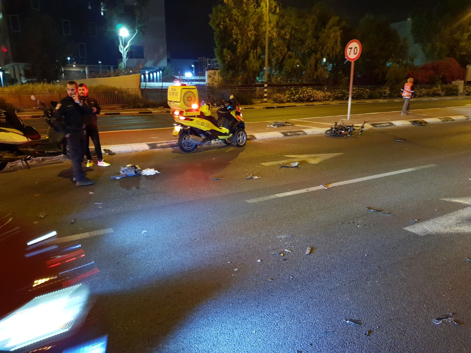 Photo of צפו: רוכב אופניים חשמליים במצב קשה לאחר שהתנגש ברכב פרטי בכביש 55 סמוך לנווה ימין בשרון. הובהל לבית החולים מורדם ומונשם