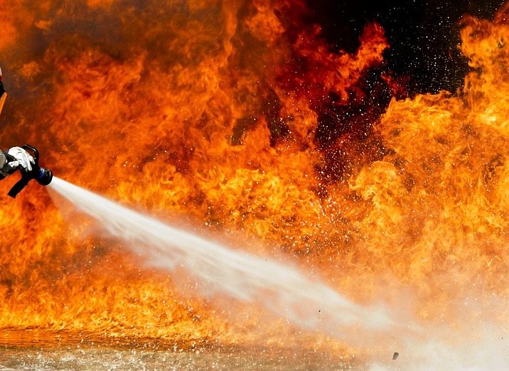 Photo of קשיש כבן 85 חולץ משריפה ברחוב הזמיר בנתניה עם כוויות