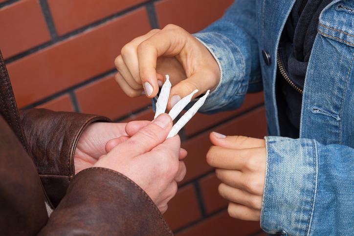 Photo of בן 66 ובן 17 מכרו סמים מכל הסוגים לקטינים ומבוגרים בכל אזור נתניה והסביבה