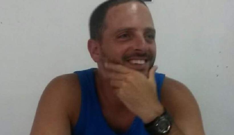 Photo of בנו ריינהורן, מאמן כדוריד לילדים מהרצליה חשוד באינוס ועבירות מין ב-140 ילדות מגיל 9 שהכיר דרך הרשת