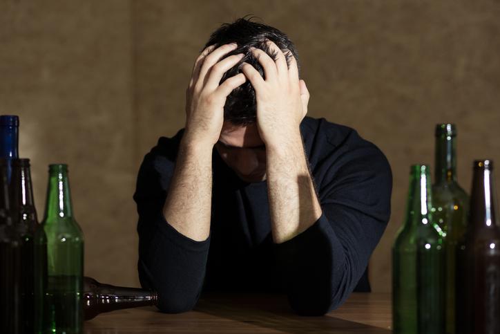 Photo of מזעזע: 4 בני נוער אושפזו בשל הרעלת אלכוהול במסיבה שהתקיימה בבית בראש העין. התברר: ההורים בעלי הבית, גבו מהילדים כסף עבור האלכוהול שהגישו להם!