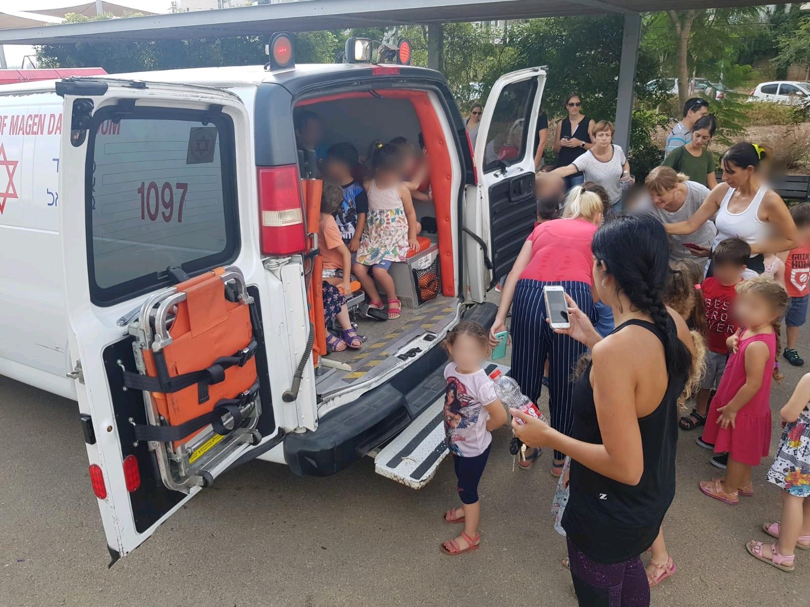 "Photo of איך העסיקו אנשי מד""א את 120 הילדים שפונו מגני הילדים בכפ""ס בשל דליפת גז?"