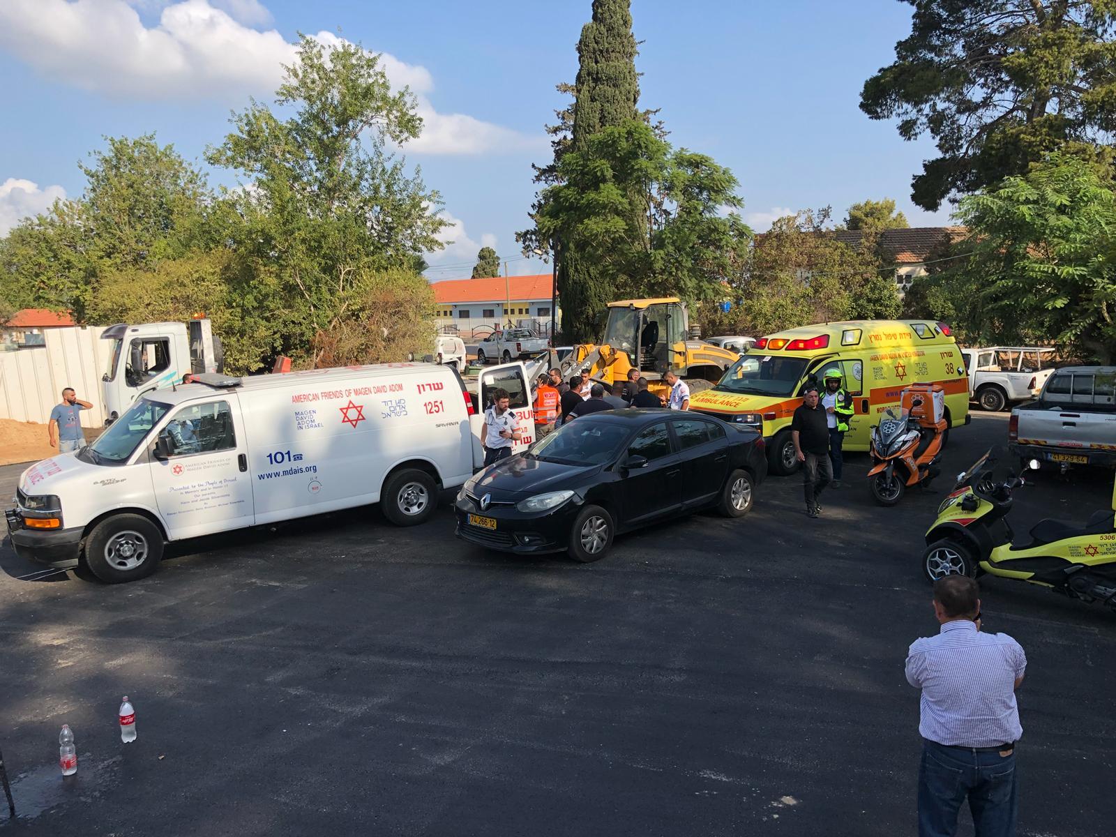 Photo of טרגדיה באבן יהודה: פועל כבן 50 נדרס למוות על ידי טרקטורון בעבודות סלילת כביש בישוב