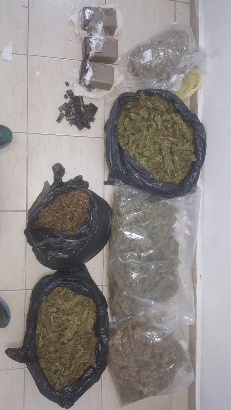 Photo of השוטרים נכנסו לדירה בחדרה לחפש סמים ומצאו מחסן שלם