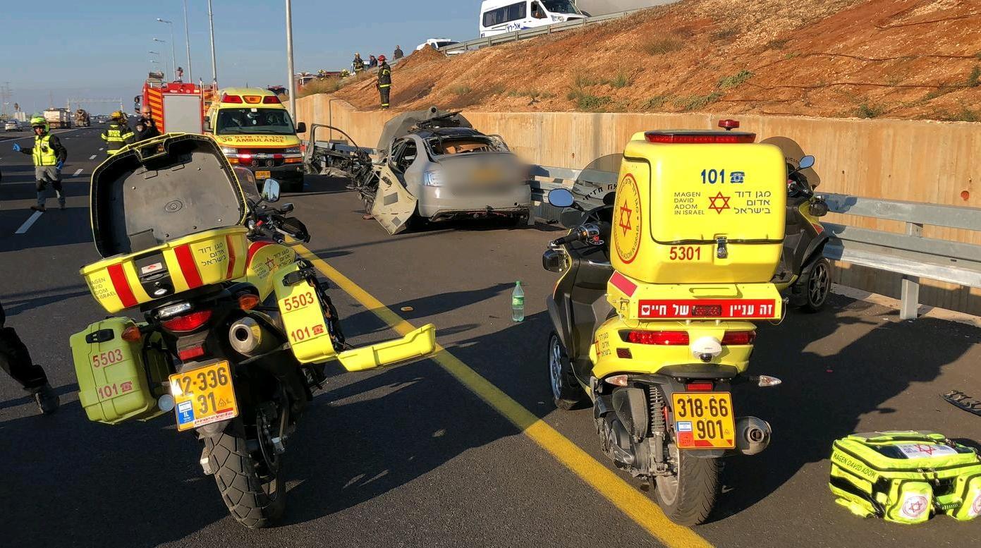 Photo of חיסול בכביש: פיצוץ ברכב ליד געש בכביש החוף. במקום הרוג אחד בן 30 ועוד 2 פצועים