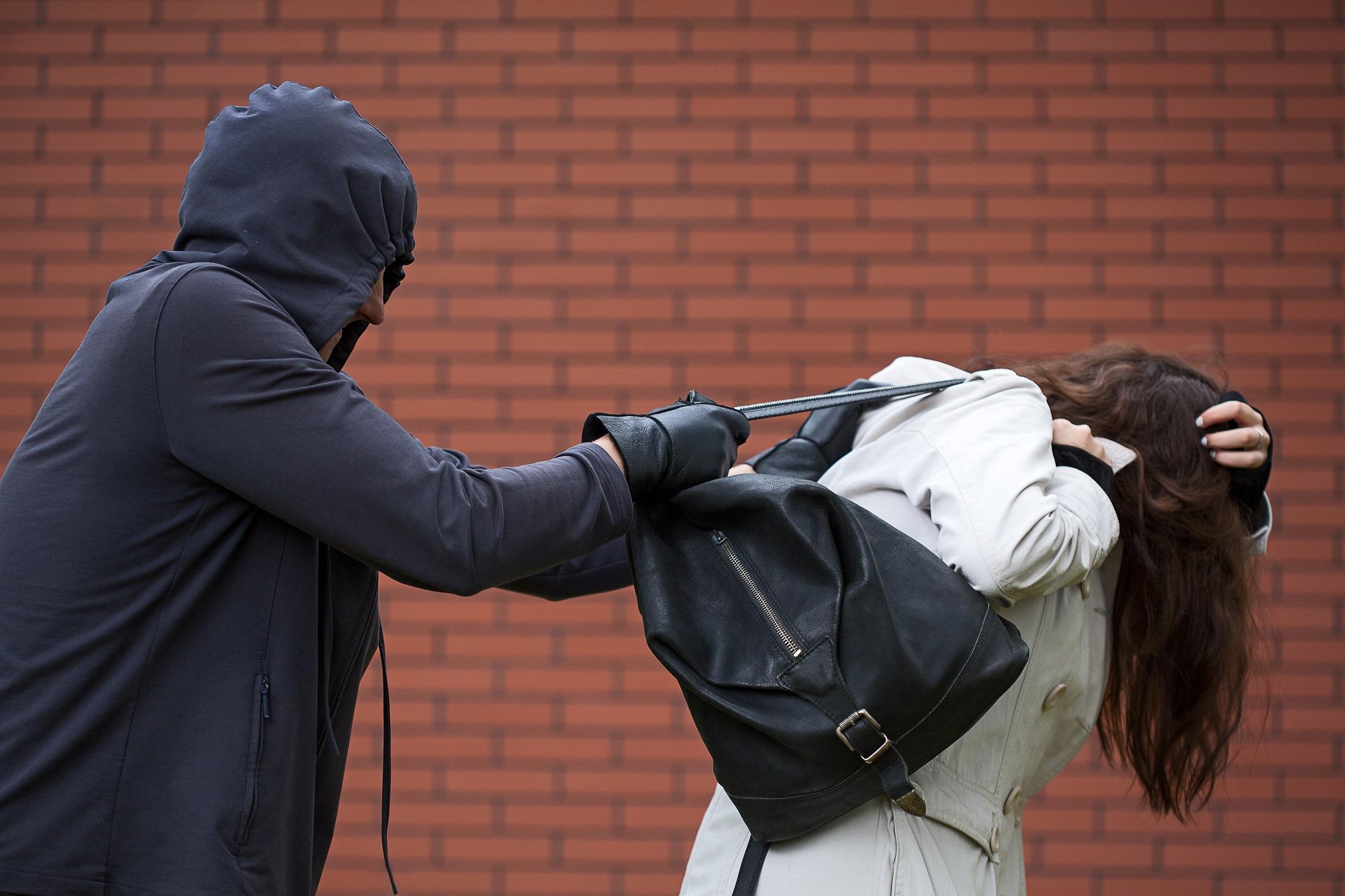 Photo of הוארך מעצרם של חבורת הנערים בני 16 מהשרון שתקפו ושדדו את האישה בת ה-76 בכפר סבא, בחשד שתקפו ושדדו אישה בת 27 בהרצליה מספר ימים לאחר מכן
