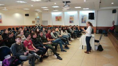 "Photo of תלמידי תיכון ""רוטברג"" עברו סמינר רב תחומי בנושא צבע"