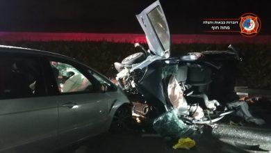 Photo of לוחמי האש פעלו הלילה בזירת תאונה דרכים בצומת כביש 65 בה רכב התהפך. הנהג חולץ מן המקום