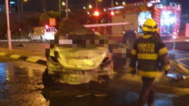 Photo of תאונה קטלנית בכפר סבא: רכב התנגש בעמוד והתלקח. מותו של הנהג נקבע במקום