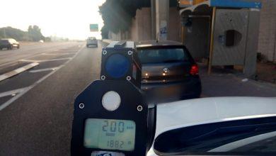 "Photo of כמה זמן לוקח לנהג להגיע מחיפה לשפיים? תלוי על כמה נוסעים… שוטרי אגף התנועה תפסו נהג בכביש 2 כשהוא ""טס"" במהירות 200 קמ""ש"