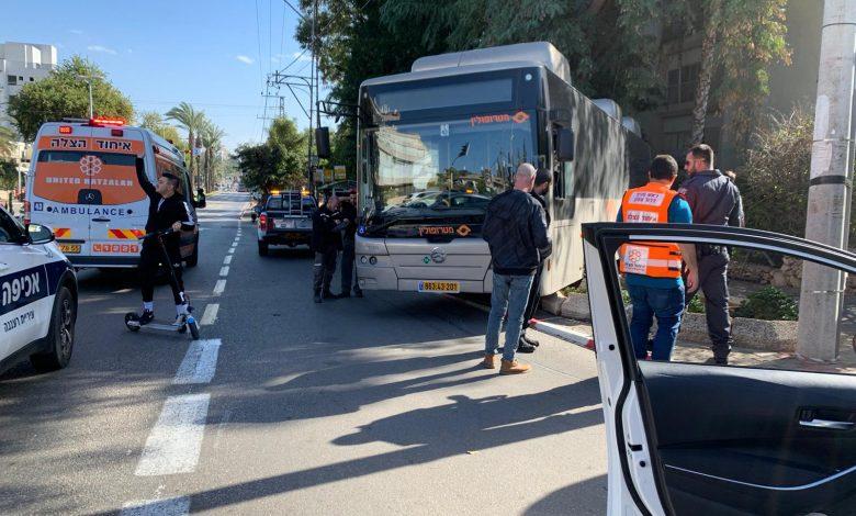 האוטובוס במזל לא פגע בהולכי רגל ומכוניות אחרות במקום. צילום: איחוד הצלה