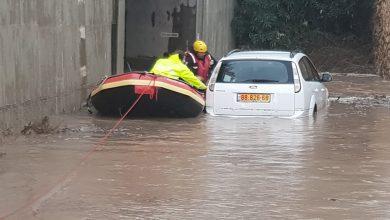Photo of הבוקר: מבצע חילוץ של נהג, שנקלע למצוקה ברכבו בהצפה בצומת שפיה ליד זכרון יעקב