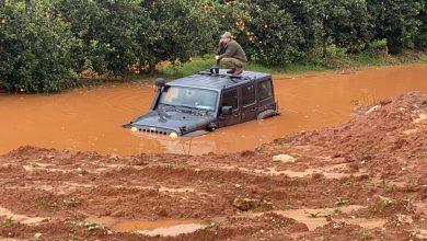 Photo of צפו: לפני זמן קצר כוחות חילצו חייל שרכבו שקע בתוך ביצת גשמים סמוך לכפר יונה