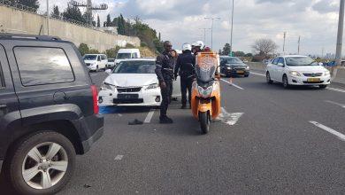 Photo of רוכב אופנוע נפצע באורח אנוש בתאונה עם מעורבות משאית ורכב בכביש 5 בסמוך למחלף הכפר הירוק. מהמקום פונו עוד שני נפגעים במצב קל