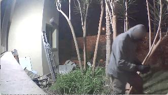 """Photo of צפו: שב""""ח מקלקיליה ניסה לפרוץ לבית ברמת השרון באמצע הלילה. תושייתו של בעל הבית הביאה למעצרו על חם"""