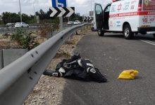 Photo of רוכב אופנוע החליק לפני שעה קלה במחלף מורשה. פונה מהזירה במצב קריטי תוך פעולות החייאה