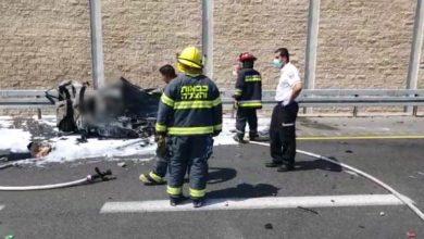 Photo of נהג נהרג לאחר שרכבו עלה באש לאחר התנגשות במשאית בכביש 2 ליד חבצלת השרון