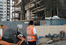Photo of תאונת עבודה קטלנית באתר בנייה בחדרה: פועל בן 51 נפל אל מותו מקומה 7 בבניין בשדרות וייצמן בעיר