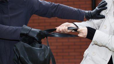 Photo of תושב חיפה בן 51 נעצר לאחר שגנב כסף מאישה שישבה בתחנת אוטובוס ליד קניון חיפה. הוא אף תקף אותה לאחר מכן